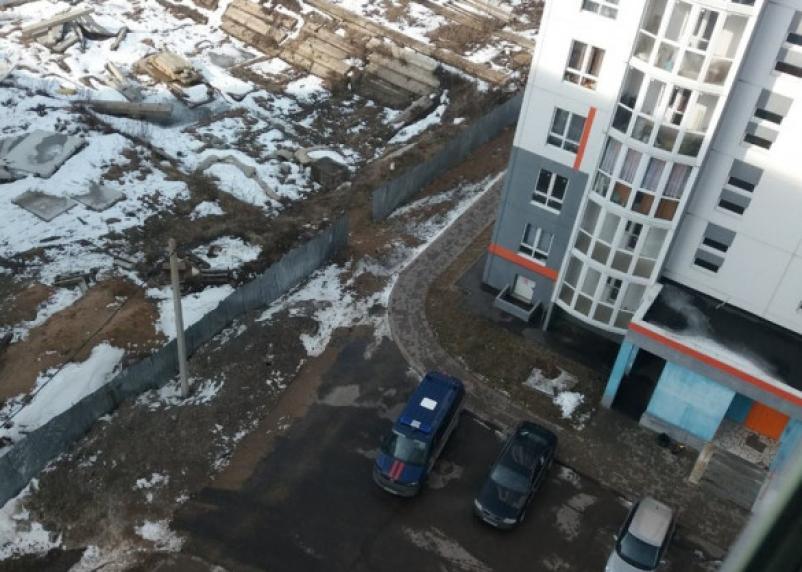 В Смоленске с многоэтажки-недостроя упал подросток. Найдено тело и мужчины