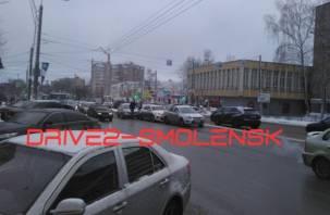 На Кирова авария из трех авто создала утренний затор