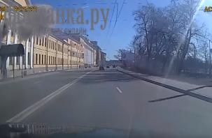 Вылетело окно. Опубликованы кадры момента мощного взрыва в военной академии в Санкт-Петербурге