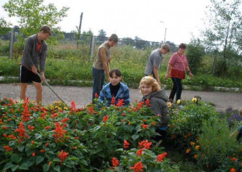 Часть смоленских подростков предпочитает провести лето на работе