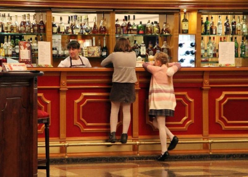 Минкульт возвращает алкоголь во все учреждения культуры