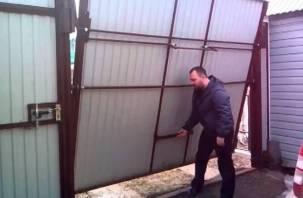 Сафоновец украл шесть ворот с территории охраняемой им базы