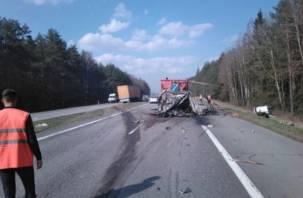 На М1 фура протаранила ГАЗ дорожников. Есть пострадавшие