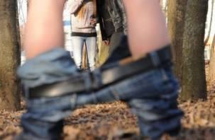 Смолянин без штанов шокировал школьников. Онаниста задержали