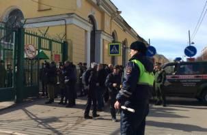 Долгое время прослужил в Смоленске. При взрыве в военной академии в Санкт-Петербурге пострадал полковник
