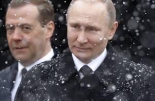 За год Путин заработал меньше Медведева