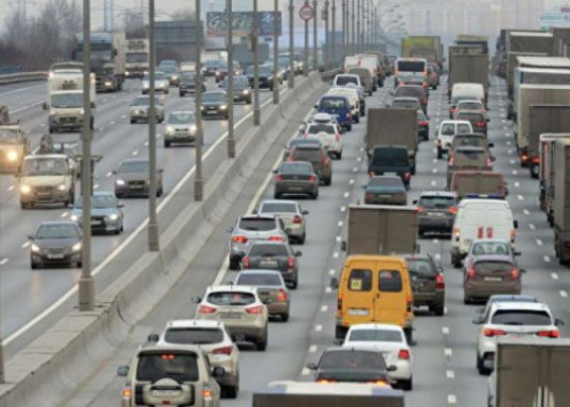 Левую полосу на автомагистралях предлагают сузить