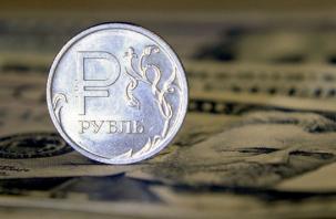 100 рублей за доллар? Эксперт оценил вероятность обвала курса