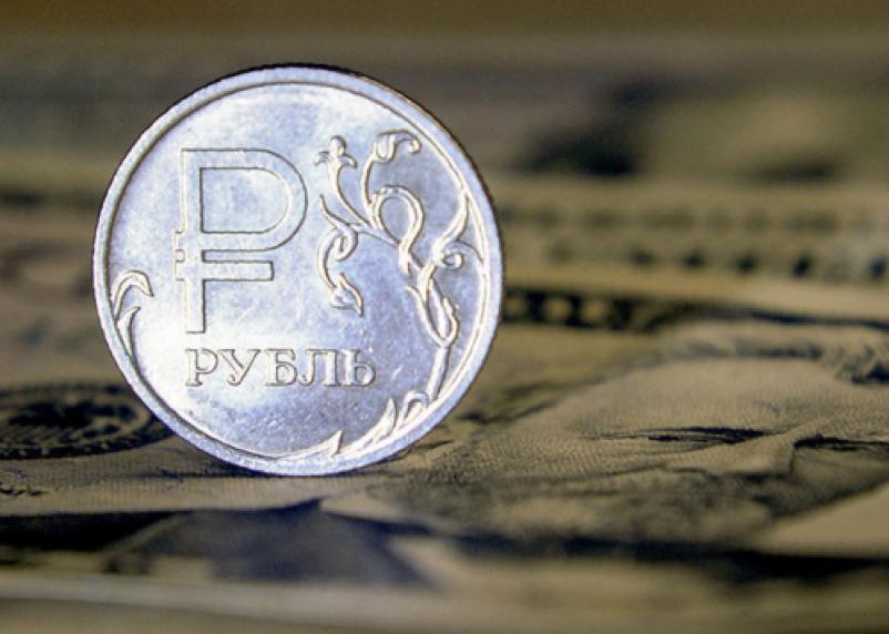 Эксперт: рубль может опуститься ниже 100 за доллар