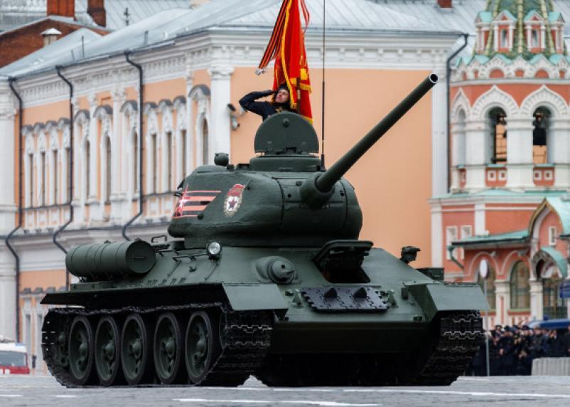 Смоленск вошёл в ТОП-10 по парадам и салютам на 9 мая
