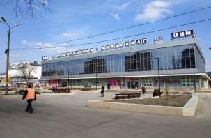 В Смоленске площадка возле ЦУМа преобразилась. Торговцы продолжают портить