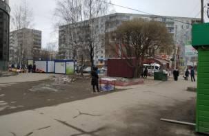 В Смоленске на месте снесенных ларьков строят новые
