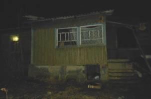 Смоленские пожарные спасли дом от полного уничтожения
