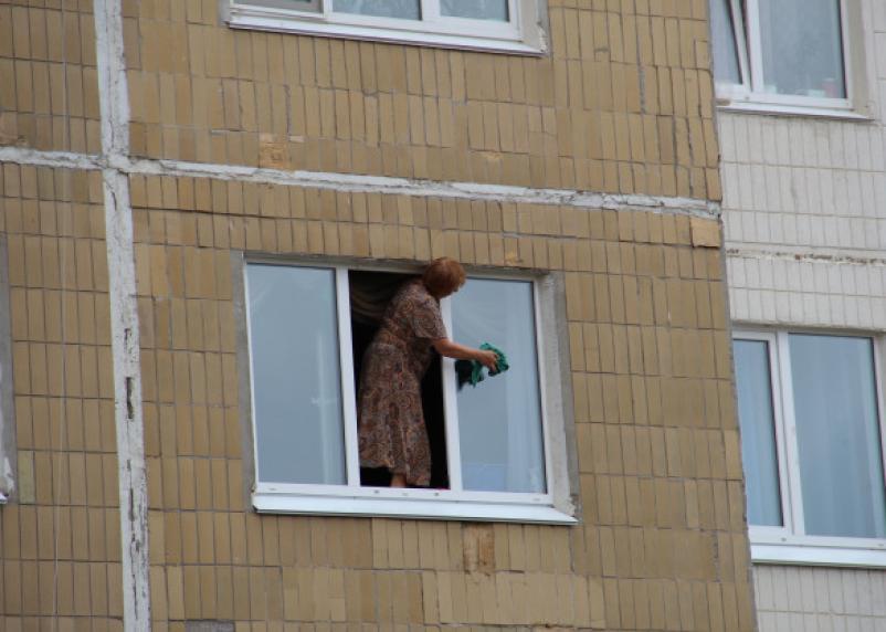 В Десногорске выпала женщина из окна 6 этажа