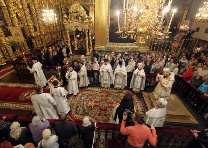 В Успенском соборе Смоленска состоялась пасхальная служба
