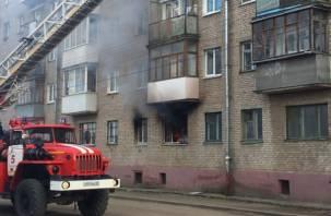 Хозяйка квартиры любит «пригубить». В Сети появилось видео пожара на улице Мало-Краснофлотской
