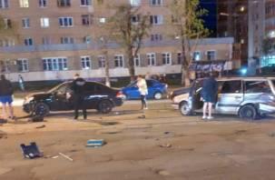 Серьезное ДТП у торгового центра в Смоленске остановило движение трамваев