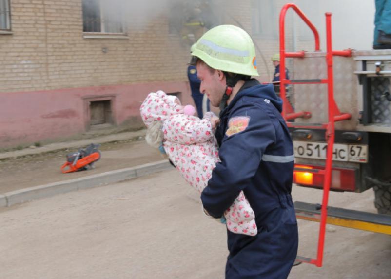 Спасен грудной ребенок. Появились подробности пожара на Мало-Краснофлотской в Смоленске