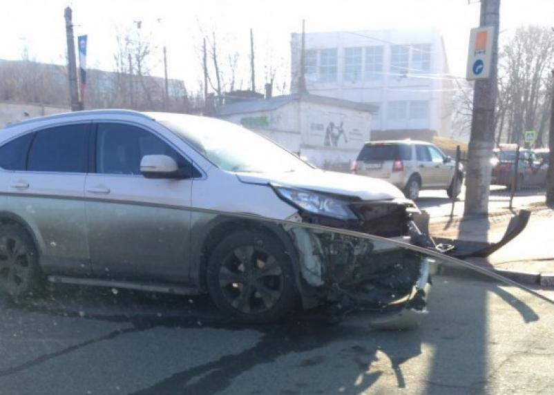 В Смоленске две иномарки не поделили улицу Дзержинского