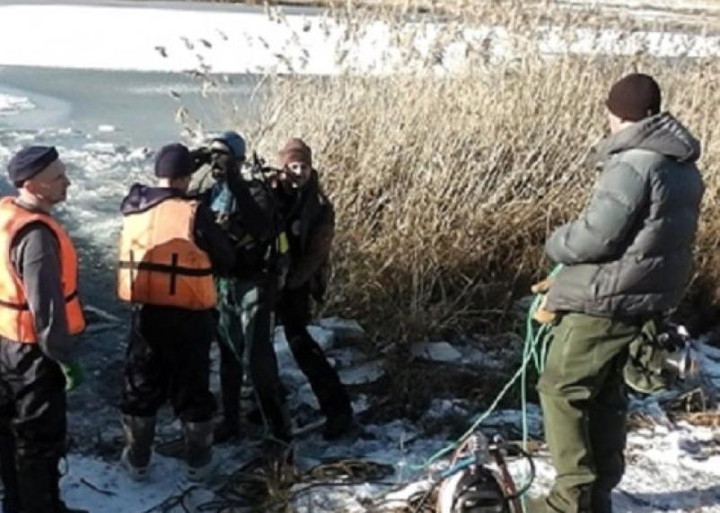 Гонки от полицейских закончились гибелью. Машина вылетела с людьми в озеро в Смоленске