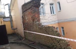 На улице Большая Советская в Смоленске рухнула опорная стена