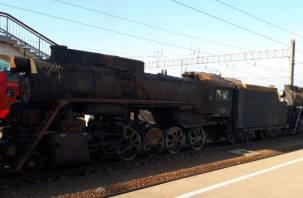 Состав из пяти старинных паровозов прибыл в Смоленск