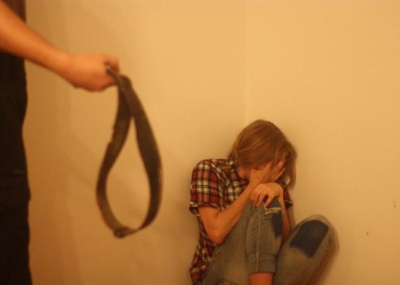 За истязание детей на приёмную мать в Рославльском районе завели уголовное дело
