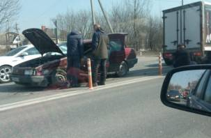 Пятничный «сюрприз». На Рославльском шоссе собирается пробка из-за тройного ДТП