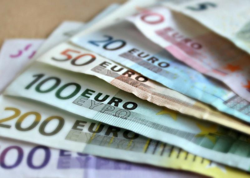 Курс евро вырос до уровня января 2016 года