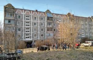 Людей эвакуировали. На 2-м Краснофлотском переулке упала плита в жилом доме