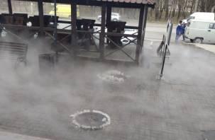 Сейчас будет фонтан. В Сети появилось видео коммунальной аварии в Промышленном районе