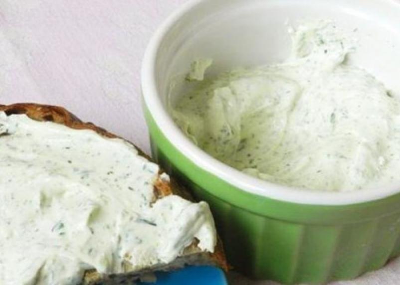 Творог есть, а сыра нет. Эксперты проверили мягкие сыры с зеленью