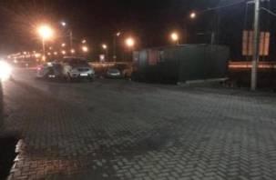 Внедорожник снёс машину и пешехода на трассе М-1 в Смоленской области