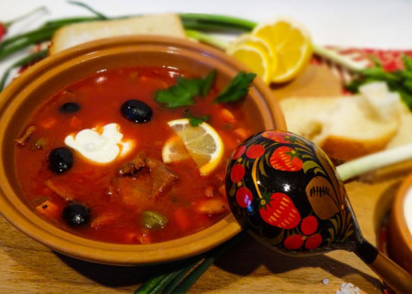 Назван самый вредный и любимый россиянами суп