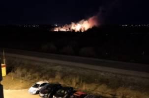 Крупный пожар подступает к Новому Смоленску