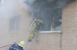 Госпитализировали соседку злополучной горящей квартиры на Мало-Краснофлотской