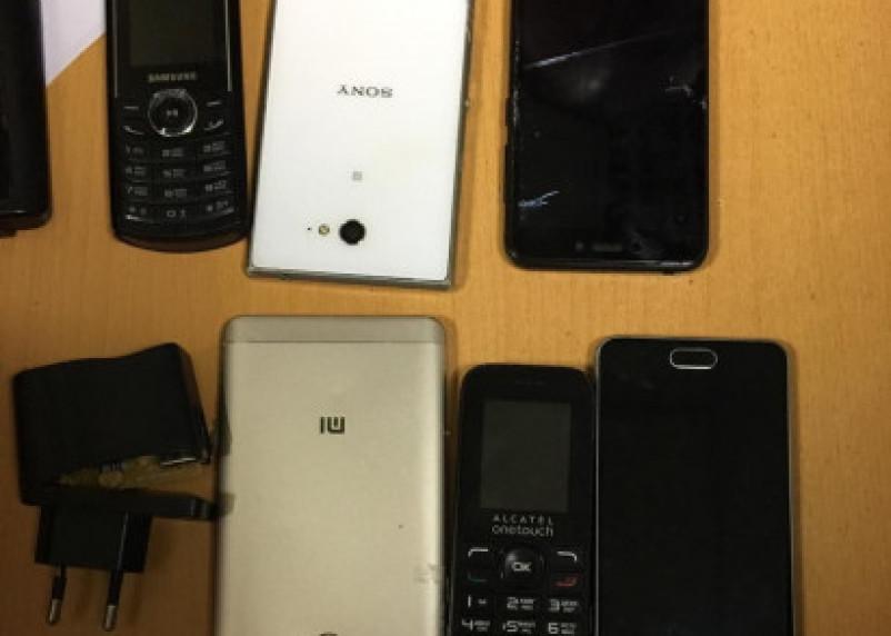 В сафоновскую колонию пытались передать мобильники