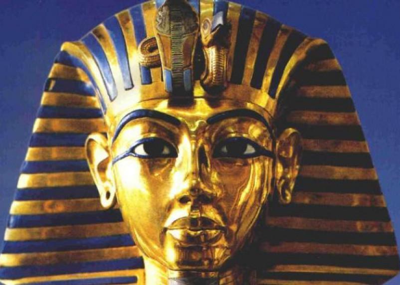 Фараон Тутанхамон носил амулет внеземного происхождения
