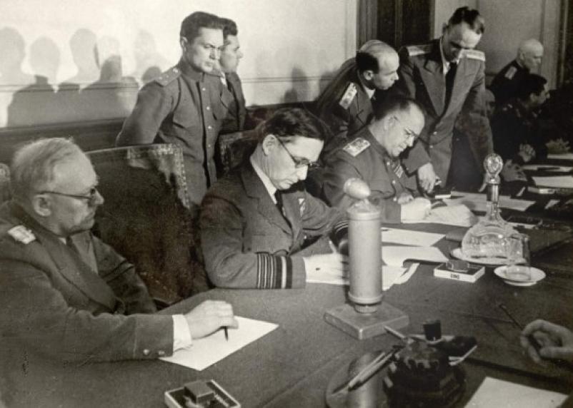 Германия в 1945 году капитулировала дважды