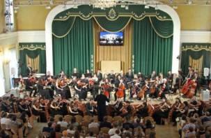 В Смоленске состоялся уникальный концерт двух оркестров