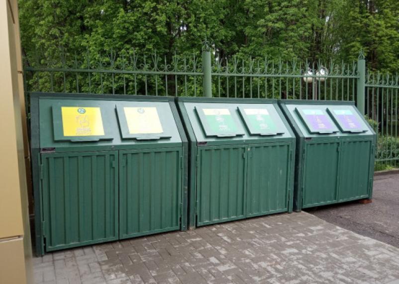 В Лопатинском саду установили контейнеры для раздельного сбора мусора