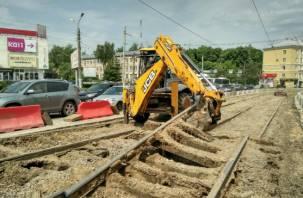 В Смоленске на проспекте Гагарина «выкорчевывают» трамвайные рельсы