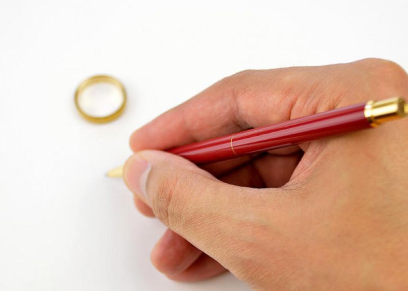 О брачном договоре смолянам рассказал нотариус