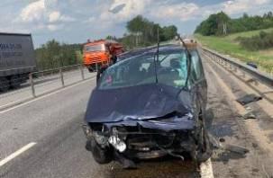 В Смоленской области иномарка протаранила осевое ограждение на М-1