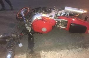 В Рославльском районе ВАЗ подбил мотоцикл. Два человека госпитализированы