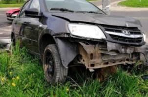 В Смоленской области девушка на иномарке подбила Ладу. Пострадал человек