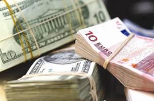 Стоит ли покупать валюту к летним отпускам