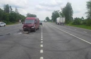 В Смоленской области фура подбила фургон. Пострадали два человека