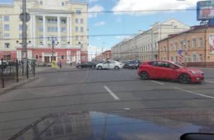 ДТП на площади Победы в Смоленске собирает пробку