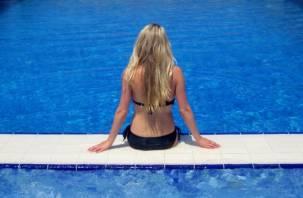 Медики рассказали, чем может быть опасно плавание в бассейне
